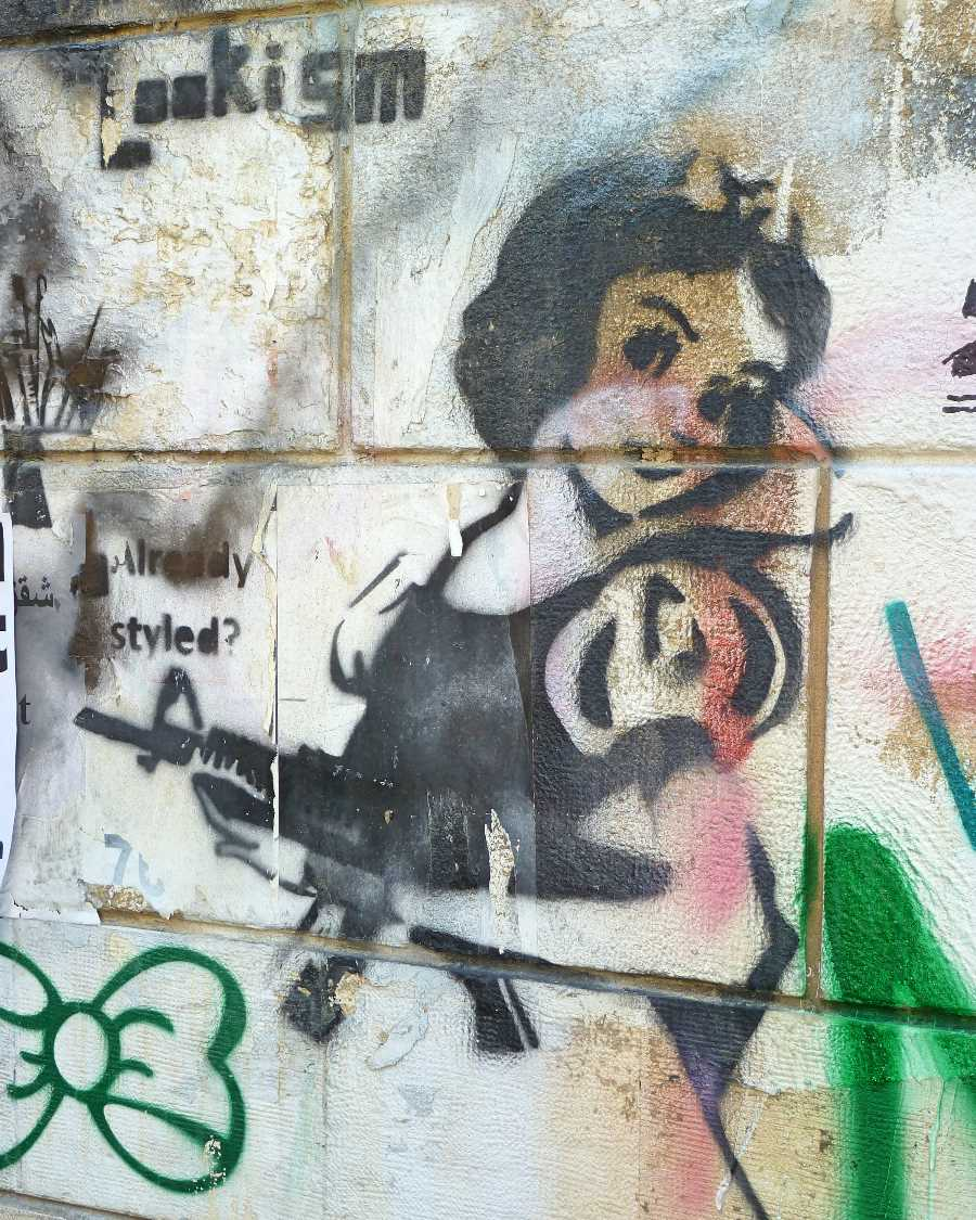 Snow White with a gun