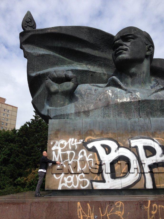 Peter hugs a Berlin monument