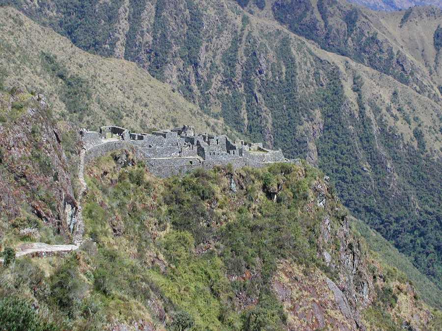 Ruins on the way to Machu Picchu