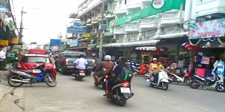 The Differences in a Street in Thailand and Britain