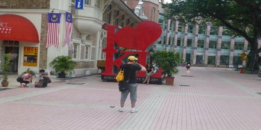 Backpacker jobs in Malaysia. Volunteer with a hostel in Kuala Lumpur.